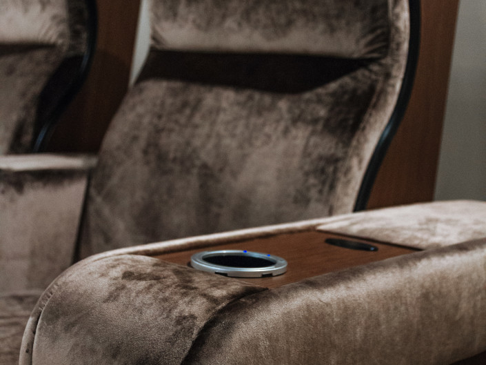 High-end cinema seating in velvet and walnut wood with cooling cup holder